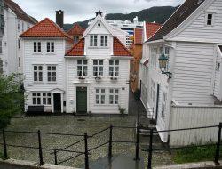 Bergen witte huizen, cruise met de rolstoel