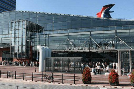 Cruise terminal Amsterdam, begin van een cruise met zorg